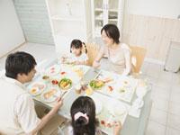 家族でご飯を食べよう